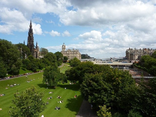 14 razones para viajar a Edimburgo. Princess street