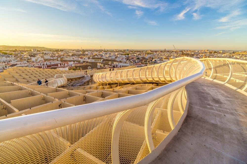 Pasarela del piso superior de las Setas de Sevilla