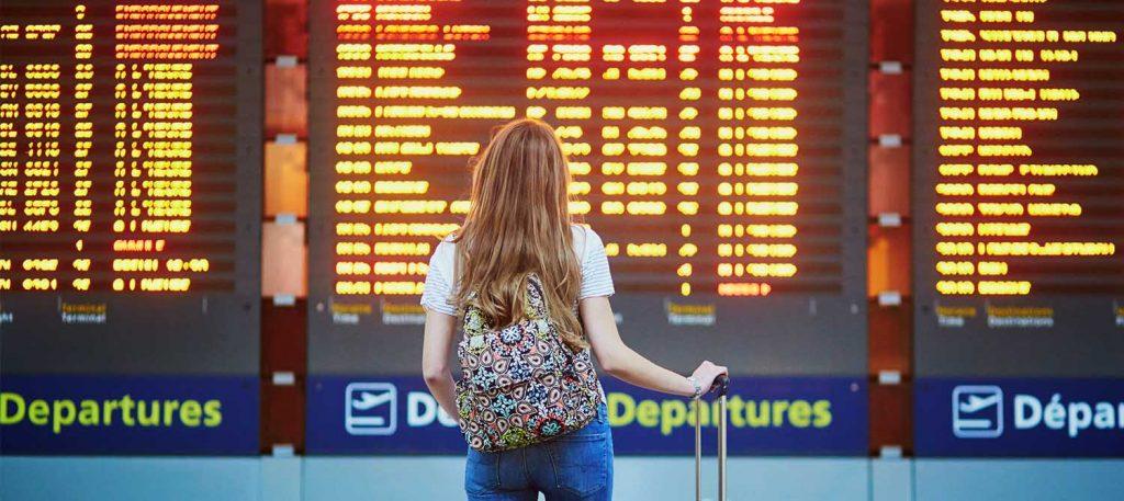 Chica en aeropuerto