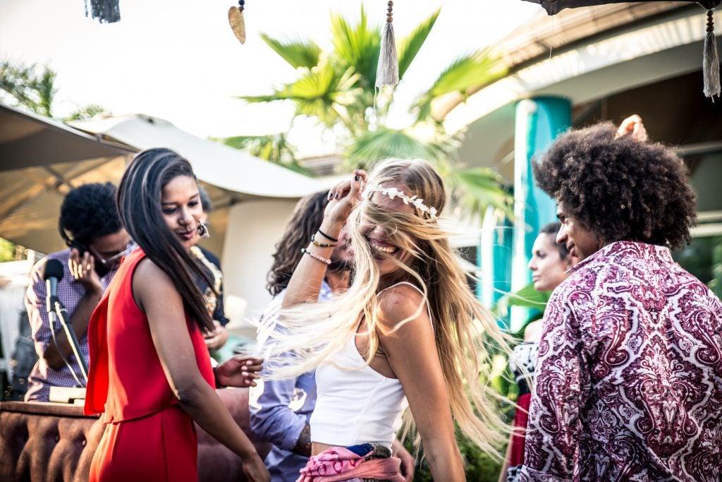 amigos bailando en Pacha club: Ibiza