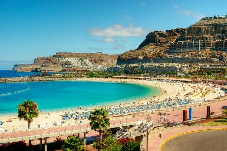 Playa de los amadores en la isla de Gran Canaria