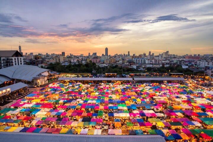 Mercado Chatuchak en Bangkok, famoso por ser nocturno