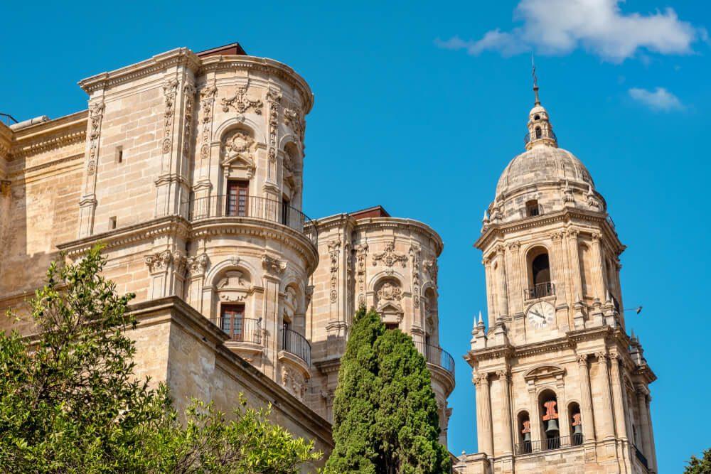 """Torre norte de la Catedral de la Encarnación de Málaga, conocida como """"la manquita"""""""
