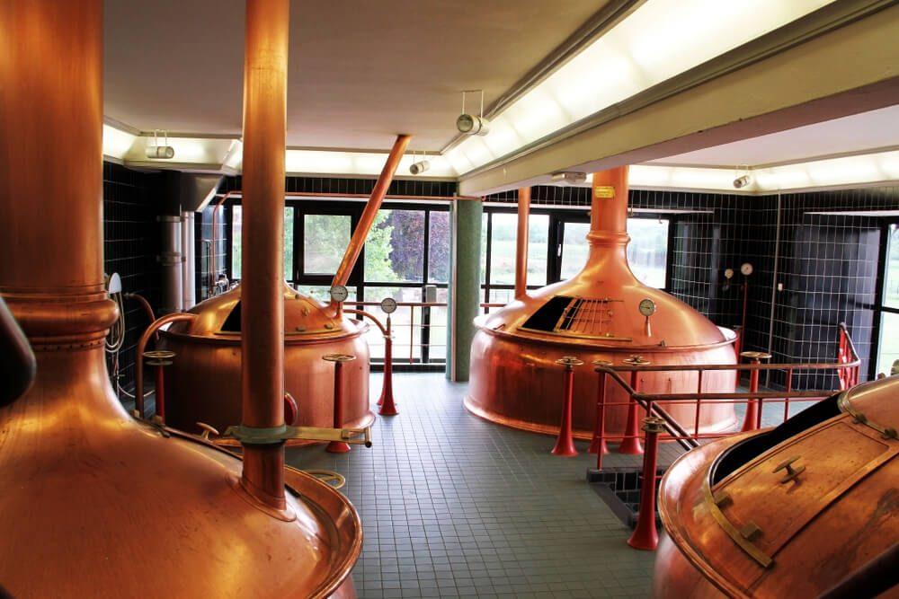 Bidones de fermentación de cerveza en la fábrica de Heineken en Ámsterdam