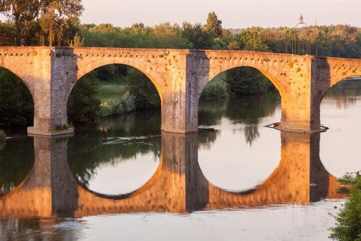 Antiguo puente de Carcasona, sobre el río Aude