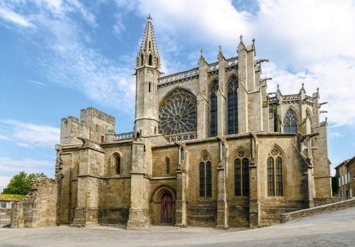 Basílica de Saint Nazaire en el interior de la Cité en Carcasona