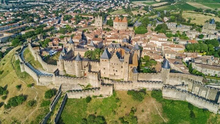 Vista aérea de la Cité medieval de Carcasona y sus murallas