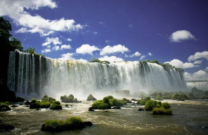 Vista inferior de las Cataratas de Iguazú