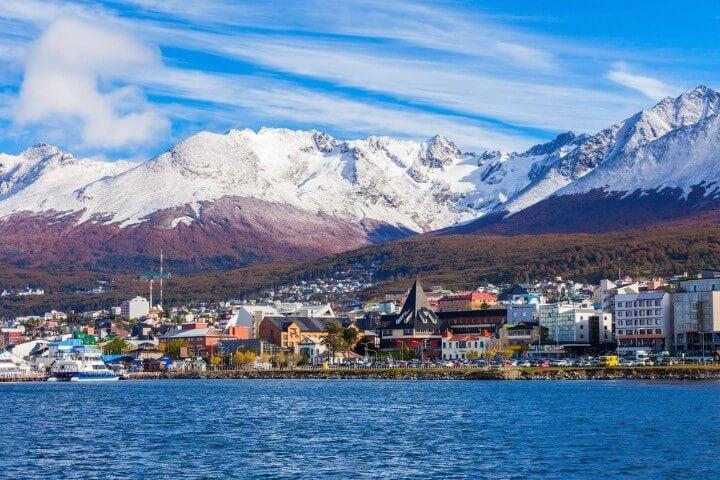 Vista del Puerto de Ushuaia Fin del Mundo desde el mar