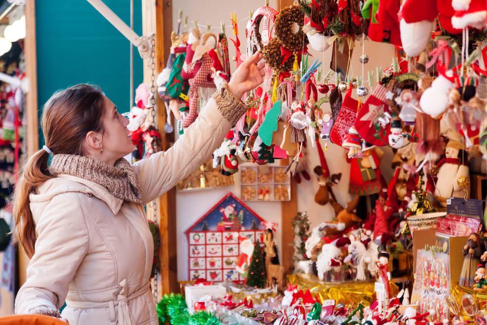 Mercadillo de Reyes de El Cabanyal con puestos de juguetes