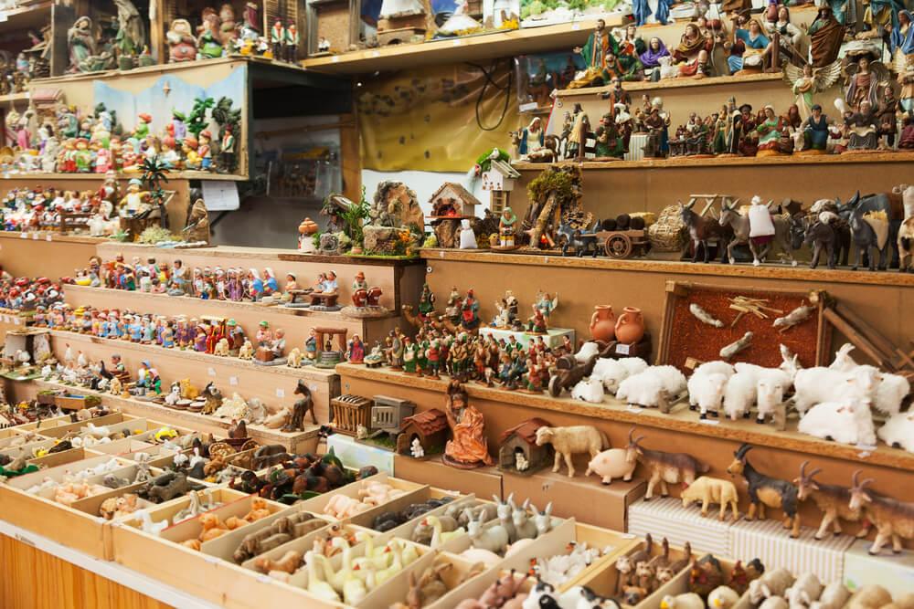 Mostra d'artesanía de Valencia con figuras de pesebre y belenes