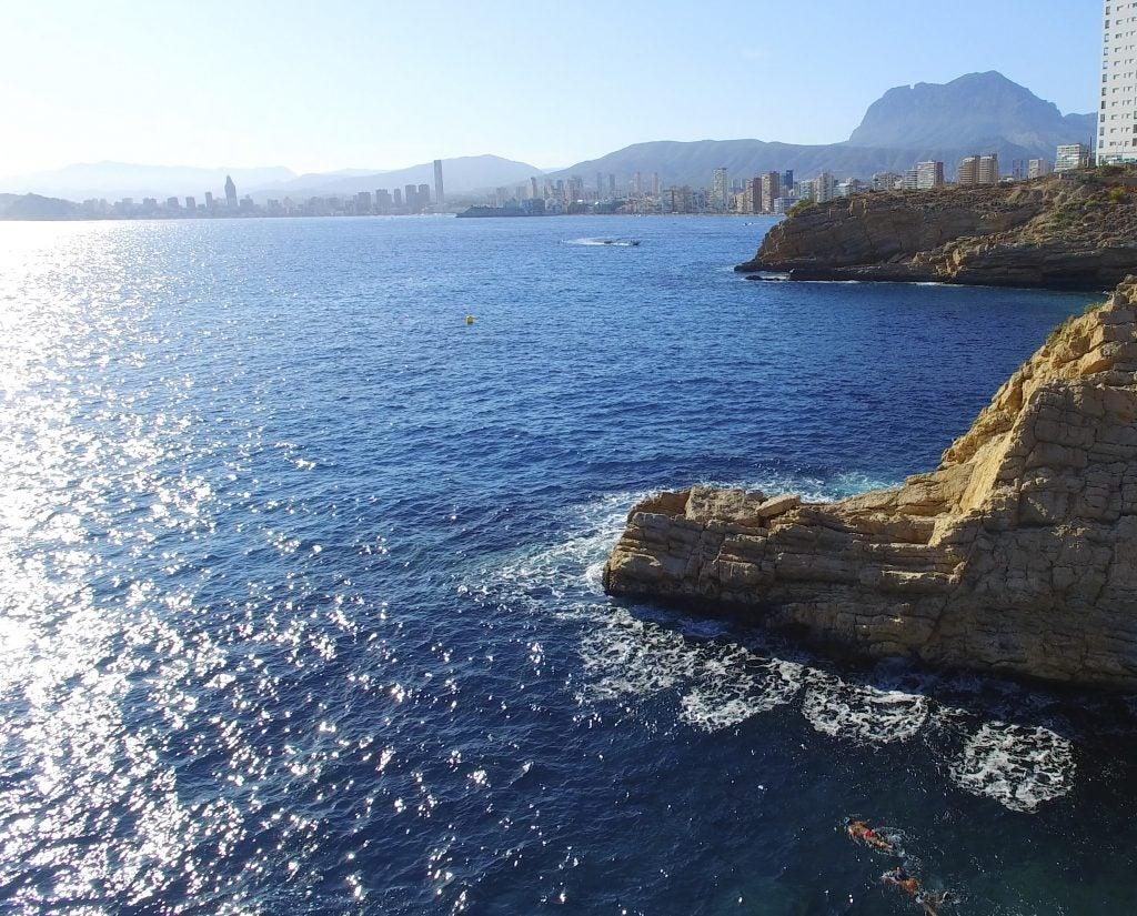 Costa de Benidorm, en la Comunitat Valenciana, con vista desde el mar.