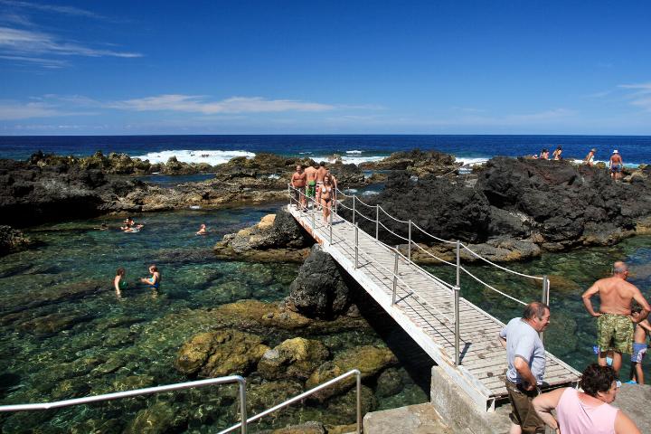 Piscina natural de Biscoitos en Isla Tercerira, Azores, Portugal
