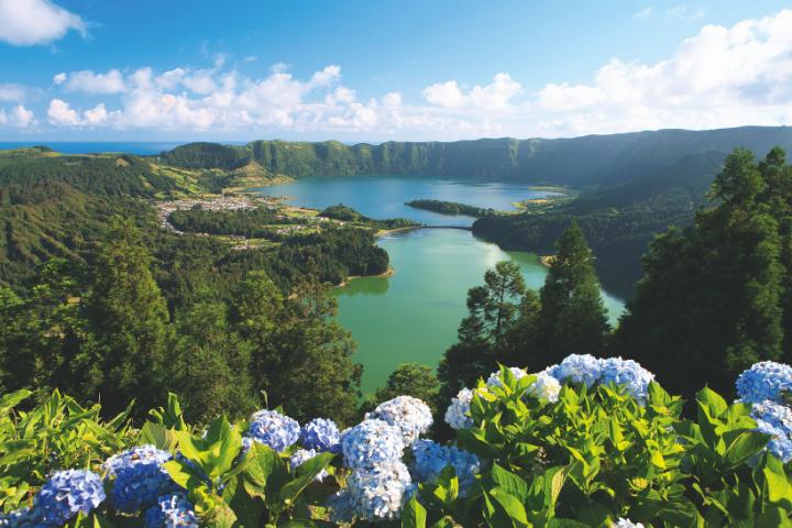 Vista de una de las lagunas volcánicas en la isla de San Miguel, Azores