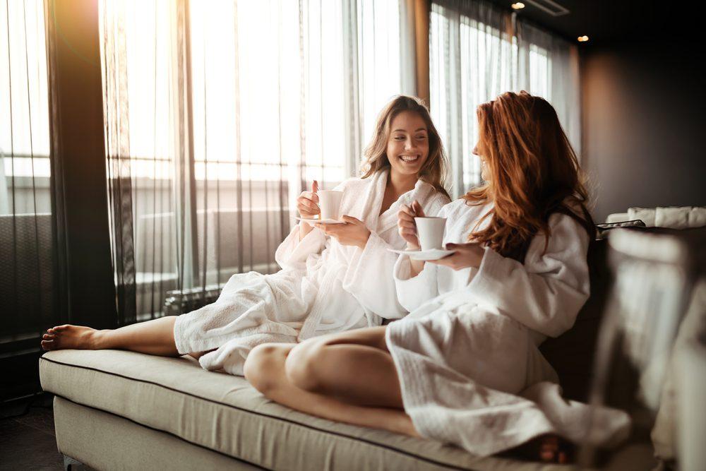 chicas en hotel