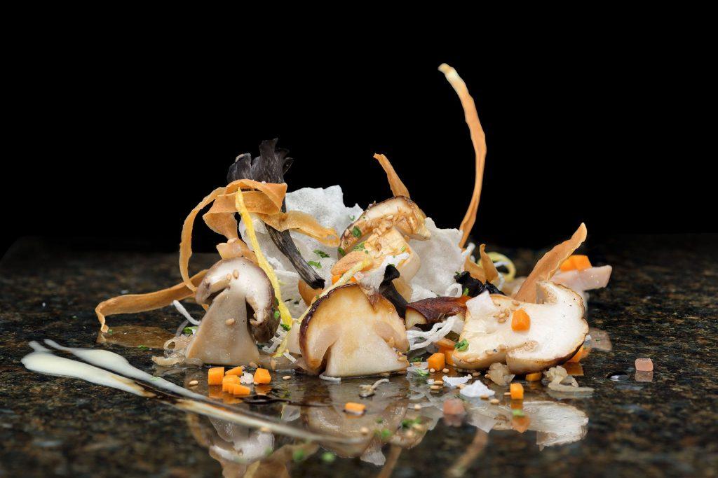 Plato de cocina vanguardista en el restaurante El Doncel, Castilla-La Mancha