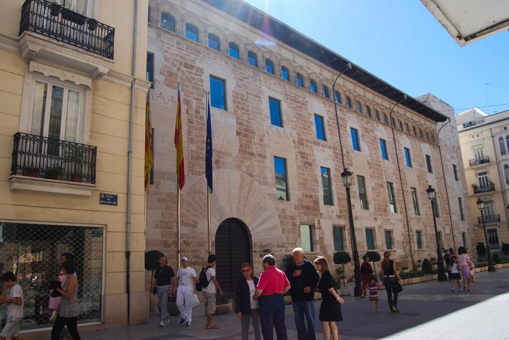 Fachada principal del Palacio de los Borja, actual sede de les Corts Valencianes en la ciudad de València