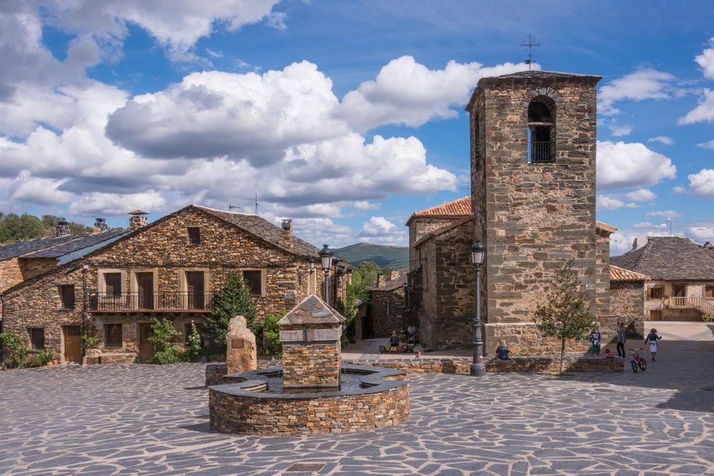 Valverde de los Arroyos arquitectura negra