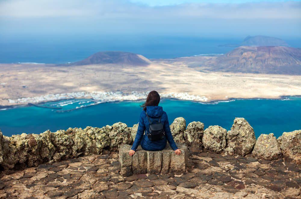 Vistas sobre la isla de La Graciosa desde el Mirador del Río en Lanzarote