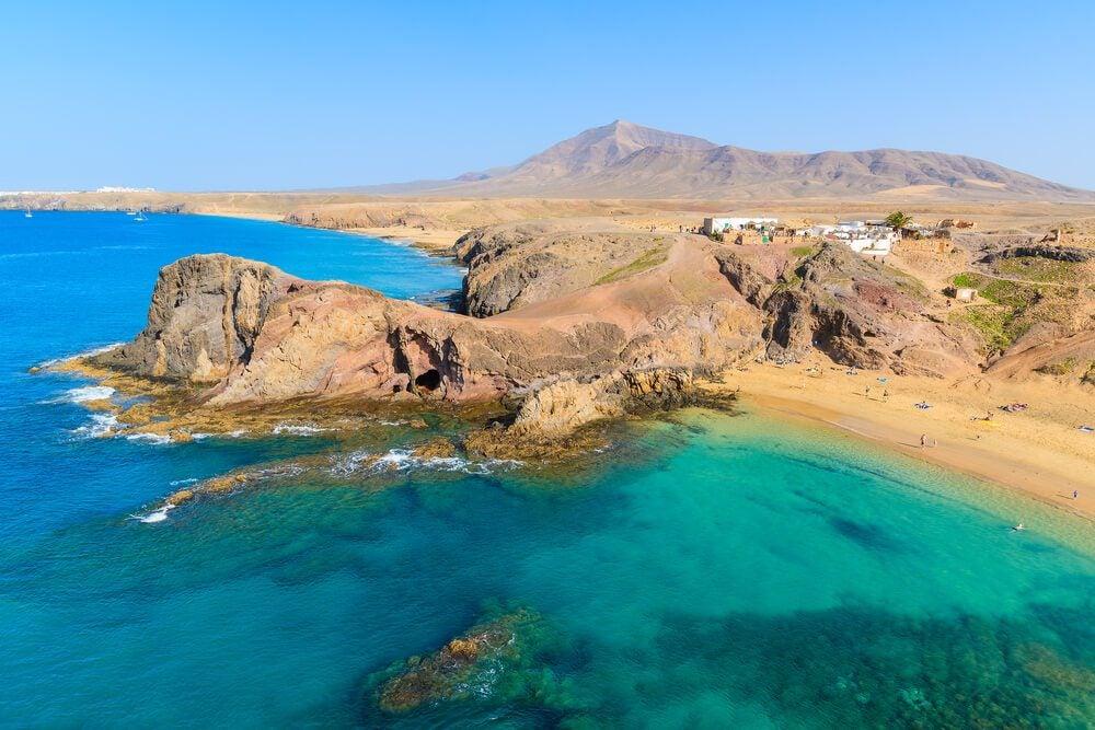 Vista aérea de la Playa de Papagayo en la Punta del Papagayo en el sur de Lanzarote
