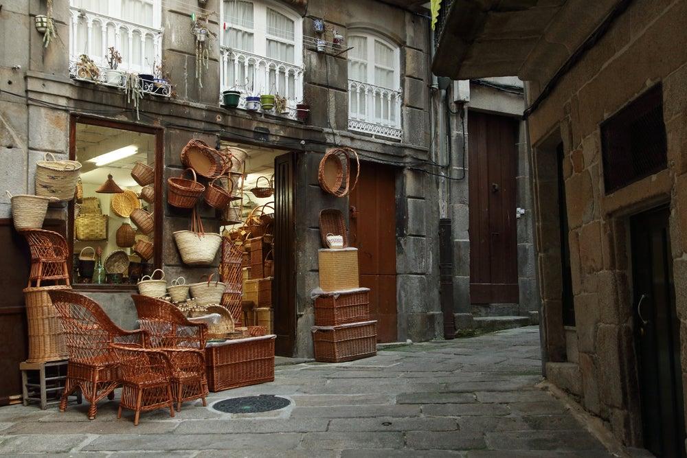 Calle Os Cesteiros en el Casco Vello de Vigo, Galicia