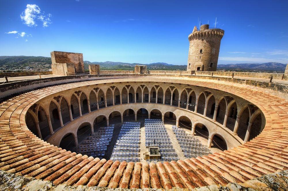 Patio interior circular del Castillo de Bellver en Palma de Mallorca