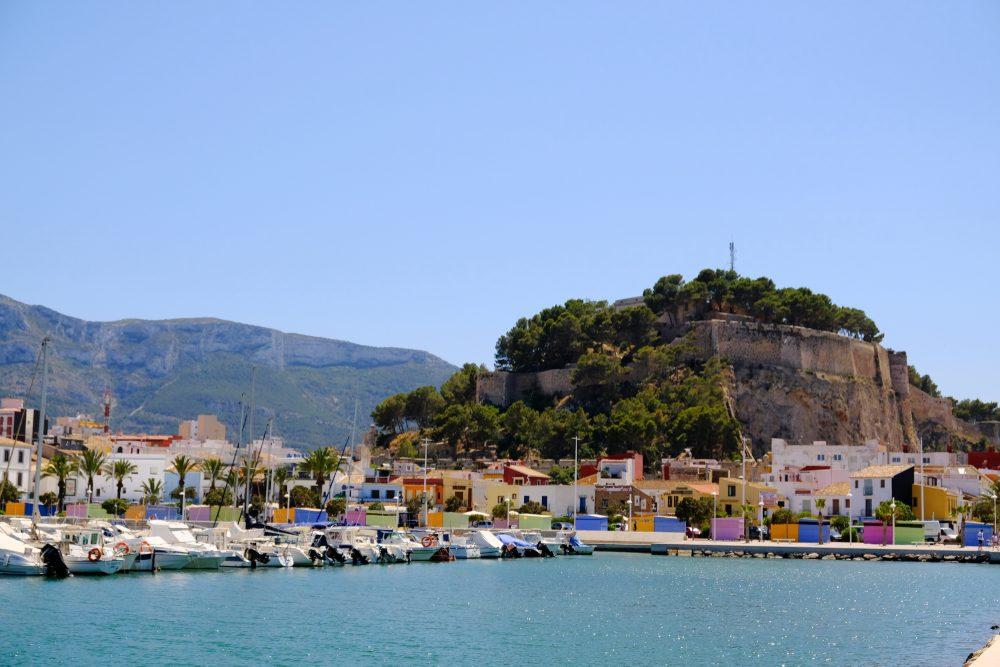 Castillo de Denia, puerto y barrio de pescadores, en Denia, Alicante