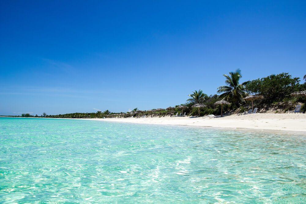 Playa de aguas cristalinas en Cayo Santa María, Cuba