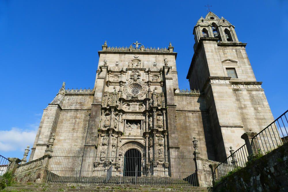Fachada principal de la Basílica de Santa María la Mayor de Pontevedra, Galicia