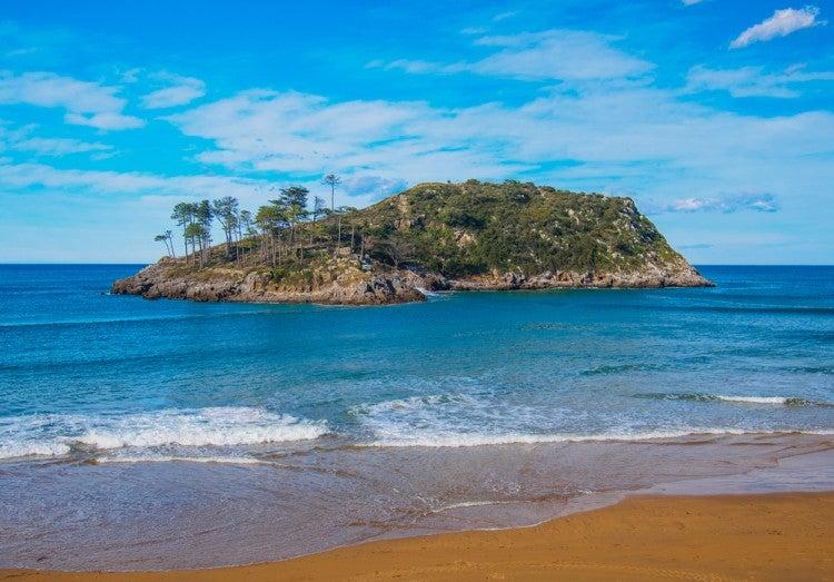 Isla de San Nicolás en el pueblo de Lekeitio, País Vasco