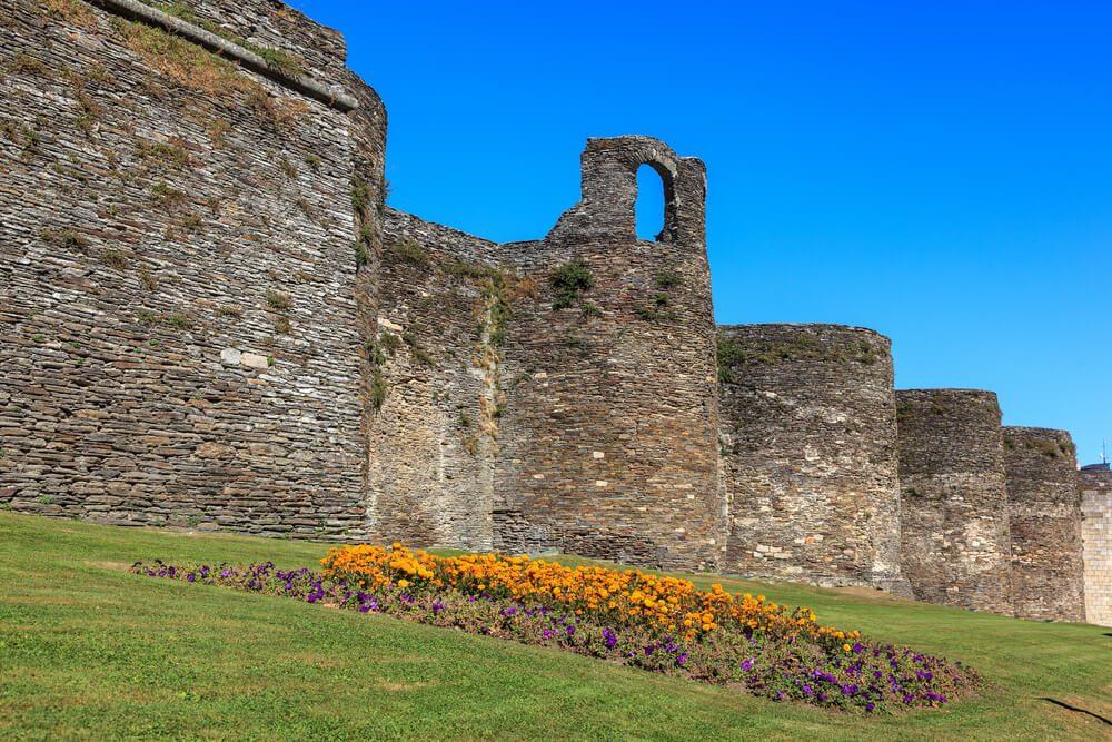 Muralla romana de Lugo, imprescindible que ver en Galicia