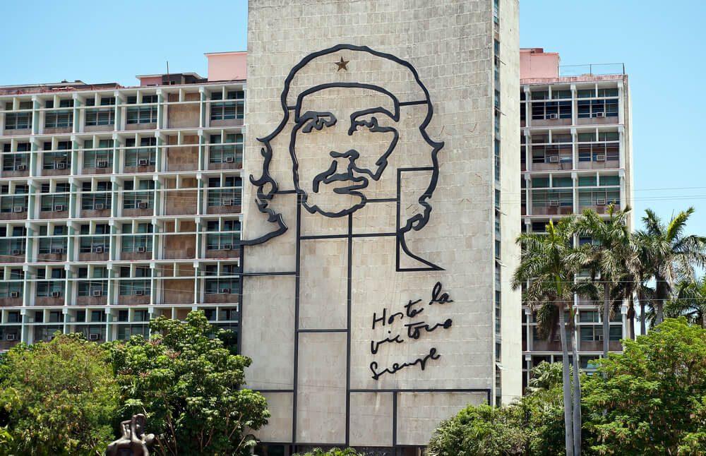 Escultura retrato del Che Guevara en la Plaza de la Revolución de La Habana, Cuba