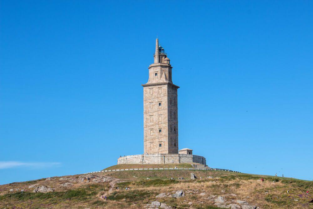 Torre de Hércules, de granito blanco, en La Coruña, Galicia