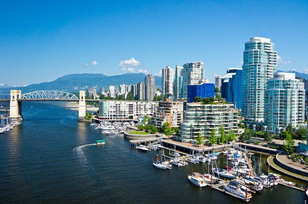Isla de Vancouver con edificios y puerto, capital de la Columbia Británica, un imprescindible que ver en Canadá