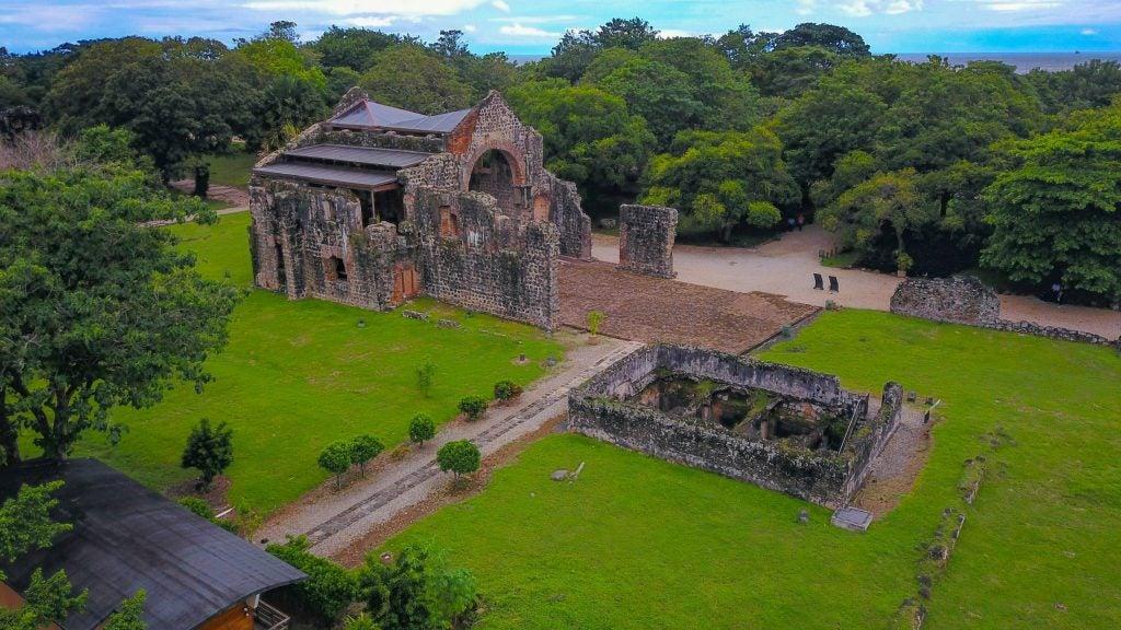 Restos del primer asentamiento de Ciudad de Panamá en el sitio arqueológico Panamá Viejo